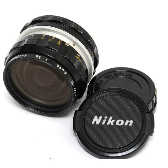 Nikon Nikkor-H Auto 3,5/28mm lens MF with caps Nikon A